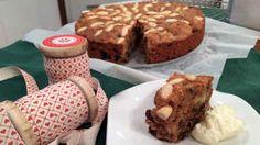 Saftig, krydret fruktkake FOTO: TV 2 / TV 2 French Toast, Muffin, Sweets, Baking, Breakfast, Desserts, Food, Cakes, Morning Coffee