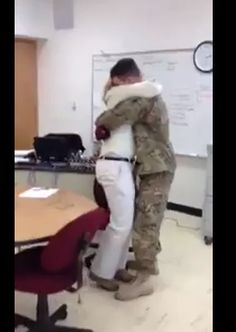 Tissue time! -- 2 Military Moms Get Heartwarming Surprise Homecomings (VIDEOS)