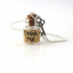 Wonderland Drink Me Mini Botella y clave Collar Kitsch Lindo Funky día de San Valentín