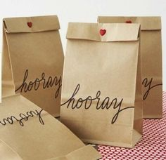 DIY message on party bags - feed brown paper bag through printer Wedding Book, Wedding Favors, Party Favors, Shower Favors, Shower Invitations, Diy Wedding, Wedding Ideas, Congratulations Gift, Kraft Bag