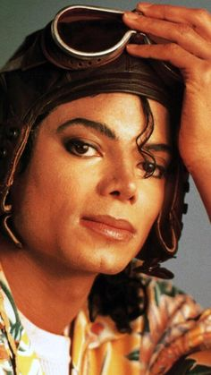 Michael Joseph Jackson- The king of Pop. Awesome singer, dancer, actor and humanitarian. Michael Jackson Bad, Janet Jackson, Michael Jackson Wallpaper, Jackson Family, The Jacksons, Star Wars, American Singers, King Of Music, My Idol