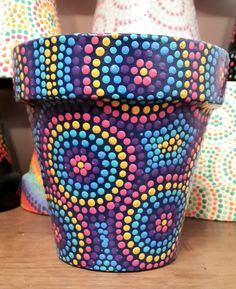 pots in mosaic Flower Pot Art, Flower Pot Crafts, Clay Pot Crafts, Dot Art Painting, Mandala Painting, Pottery Painting, Painted Plant Pots, Painted Flower Pots, Mosaic Pots