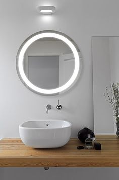 Round Bathroom Mirror with LED circle for a daylight illumination