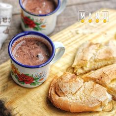Chocolate caliente Dominicano, es una bebida caliente usualmente en el desayuno, acompañada de Pan tostado, batata asada, arepa de maíz dulce o salada, etc.