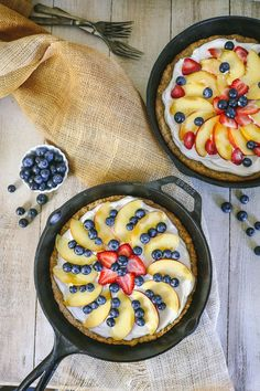 Cast Iron Fruit Pizza Recipe: having an easy fruit pizza recipe in your arsenal will serve you well when company is coming and youre in need of a dessert that feels fancy but isnt complicated to throw together. Healthy Snacks For Diabetics, Healthy Recipes, Healthy Fruits, Pizza Recipes, Baking Recipes, Real Food Recipes, Dessert Recipes, Skillet Recipes, Skillet Meals