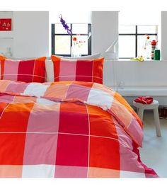 Beddinghouse Dekbedden overtrekset. Mooie rode oranje kleuren passend in mijn slaapkamer
