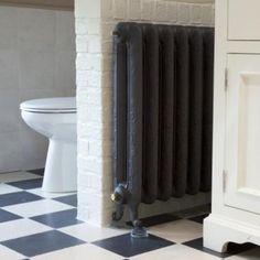 Flora 2-koloms Oude antieke rustieke radiatoren. Gietijzeren verwarming klassiek, charmant, oude, retro, radiatoren, gietijzeren, reproductie