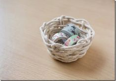 DIY rope basket tutorial Source by nancyandkevin Rope Basket, Basket Bag, Basket Weaving, Rope Crafts, Diy Crafts, Upcycled Crafts, Diy Store, Weaving Projects, Diy Projects