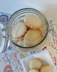 Hace tiempo que quería enseñaros estas galletas de nata, porque las hago muchas veces para desayunar o merendar. Y si no las publiqu...