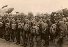 paracaidistas Japoneses de la segunda guerra mundial - previo a salir en Misión de Combate