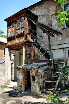 Old Buildings, Abandoned Buildings, Abandoned Places, Environment Concept Art, Environment Design, City Landscape, Urban Landscape, Favelas Brazil, City Aesthetic