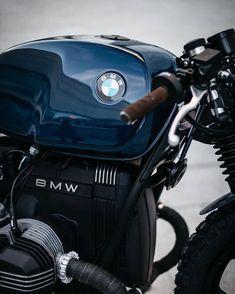 The best of vintage motorcycles Bmw Scrambler, Motos Bmw, Bmw Motorbikes, Bmw Cafe Racer, Cafe Racer Build, Cafe Racer Motorcycle, Blue Motorcycle, R Cafe, Moto Cafe