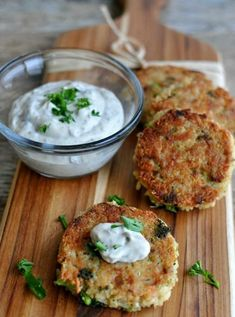 My kids go CRAZY for these - Tuna & Broccoli Quinoa Patties with Lemon Caper Sauce. I'd switch tuna with chicken Healthy Recipes, Fish Recipes, Seafood Recipes, Healthy Snacks, Healthy Eating, Cooking Recipes, Broccoli Recipes, Broccoli Patties, Quinoa Broccoli
