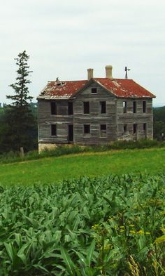 Take a tour of the most haunted locations in Iowa complete with histories, pictures and maps to help you find your way. Abandoned Mansions, Abandoned Buildings, Abandoned Places, Abandoned Castles, Spooky Places, Haunted Places, Haunted Houses, Scary Houses, Haunted History