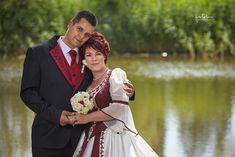 Magyaros menyasszonyi ruha - bordó a zöldben - fotobese esküvői fotós