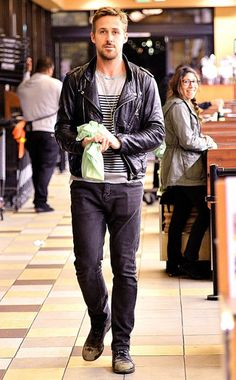 RYAN GOSLING  The actor is spotted making a grocery run in Hollywood.