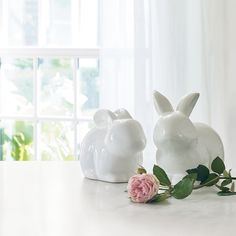 Decorative and sculptural, our high-gloss modern bunnies in pure white dolomite welcome spring.