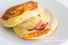 Lchf Croque Monsieur, a variation of the cottage cheese pancake recipe Raw Food Recipes, Low Carb Recipes, Cooking Recipes, Free Recipes, Lunch Snacks, Yummy Snacks, Ph Food Chart, Brunch, Keto Pancakes