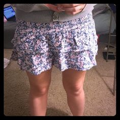 Ruffled forever 21 floral mini skirt The bottom of the skirt has two layers of ruffles and the top has an elastic band. Could pull up for high waisted or down for a longer skirt  Forever 21 Skirts Mini