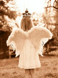 Image discovered by Fritha. Find images and videos about angel, wings and crown on We Heart It - the app to get lost in what you love. Elizabeth Messina, Ava Elizabeth, I Believe In Angels, Ange Demon, Angels Among Us, Angels In Heaven, Heavenly Angels, Guardian Angels, Angel Wings