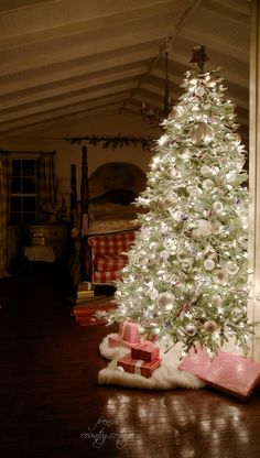 FRENCH COUNTRY COTTAGE: Merry & Bright ~ Christmas Bedroom