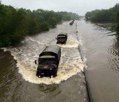 Depuis hier, l'armée de Terre, en coordination avec la @Prefcentre, aide la population #intemperies45 #orleans