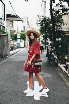 JAPAN: HARAJUKU AND DISNEY – Lovely Pepa by Alexandra. Brick red embroidery dress+white sneakers+straw hat+black and beige short Gucci Dionysus shoulder bag. Japan Summer Outfit, Japan Outfits, Late Summer Outfits, Outfits 2016, Summer Dress Outfits, Boho Outfits, Spring Outfits Japan, Dress Summer, Sneakers Outfit Summer