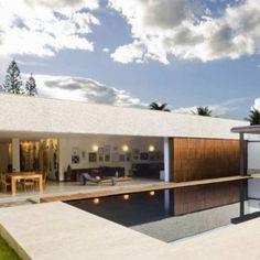 Casa 8 by Atria Arquitetos, um belo exemplo de revestimento para área exterior. Conheça nossas opções visite nosso showroom. #tudonaversato