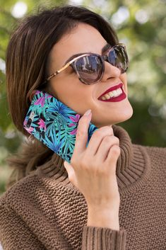 The current tropical leaf trend is absolutely amazing! From clothing patterns to home decor and beyond, it's such a fresh and inspiring take on greenery! So why not have it so handy like on your phone? Our tropical plant phone case is available for iPhone and Samsung. #phonecases #phonecovers #iphonecase #samsungcase Tropical Leaves, Tropical Plants, Samsung Cases, Iphone Cases, Phone Covers, Clothing Patterns, Greenery, Mirrored Sunglasses, Fresh