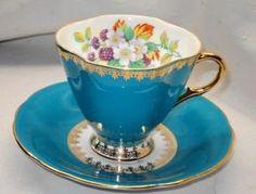 Windsor / England ~ Bone China Cup & Saucer ~ Christmas Roses on Burgundy ~ Mint Cup And Saucer Set, Tea Cup Saucer, Tea Cups, Coffee Cups, China Cups And Saucers, Teapots And Cups, China Tea Sets, Flower Tea, My Cup Of Tea