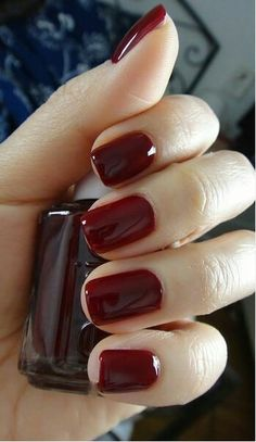 Fall  Bordeaux Essie nail polish