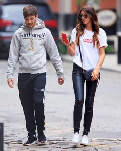 Louis and Eleanor in New York the other day. // #eleanorcalder #louistomlinson #elounor""