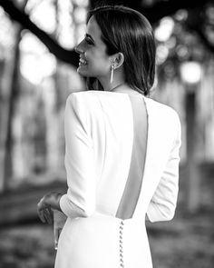 Cheers🥂 - Dress: Jewelry: Joyería Suarez Hair: Rafael Jesus de Paula MakeUp: Kley Kafe Pc: Source by paulabits white dress Country Wedding Dresses, Best Wedding Dresses, Bridal Dresses, Wedding Styles, Wedding Gowns, Wedding Parties, Modest Wedding, Party Dresses, Wedding Ceremony