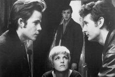 NoneBackbeat - Os Cinco Rapazes de Liverpool 1994 O plot básico mostrava o triângulo amoroso entre Stuart, a fotógrafa Astrid Kirchherr e John Lennon - triângulo que de fato aconteceu