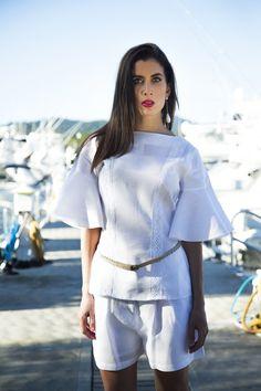 #LookDeLaSemana:  La camisa blanca es una pieza esencial para toda mujer, por eso esta semana la tenemos dentro de nuestro #outfit semanal.  #GriseldaTovar #Moda #Mujeres