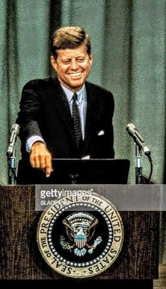 Jfk And Jackie Kennedy, Los Kennedy, Greatest Presidents, American Presidents, Celebridades Fashion, Familia Kennedy, John Junior, Jfk Jr, Mr President