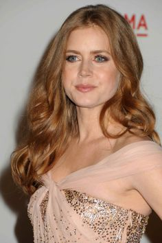 Amy Adams- Oh my god, this dress is amazing! So gorgeous! It suits Amy's coloring very well. <3
