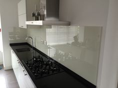 Glazen keukenachterwand van Visualls in RAL9001 - cremewit