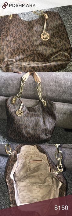 ❤️❤️❤️Authentic Michael Kors This bag describes itself! Very Spacious! Great Design! No Odors! No wear to the straps! Very lightly used! Interior in excellent condition! Make and offer! Michael Kors Bags Shoulder Bags
