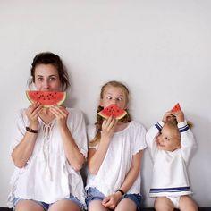 Mãe e filhas em fotos divertidas (27)