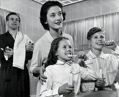 Эволюция зубной щетки | Публикации | Вокруг Света