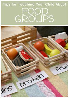 Aprendendo sobre os grupos de alimentos com comida de brinquedo!