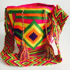 Mochila Colombia by Mochilasmochila on Etsy Tapestry Crochet, Cute Crochet, Crochet Stitches, Blanket, Purses, Trending Outfits, Unique Jewelry, Handmade Gifts, Totes