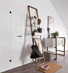 Cechy i korzyści: Drabinka na organizery to nowoczesny przybornik, który może z powodzeniem funkcjonować w pokoju dziennym, jadalni, pokoju młodzieżowym, sypialni, biurze a nawet w korytarzu. ...
