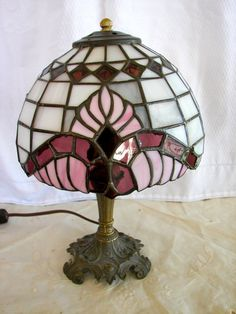 Vintage L&L WMC Tiffany Style Stained Glass Table Lamp 1973 Stained Glass Table Lamps, Louis Comfort Tiffany, Unique Lighting, Transitional Style, Things To Come, Bright, Ceiling Lights, Unique Jewelry, Handmade Gifts