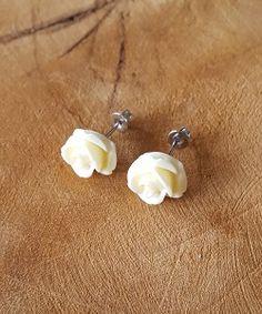Schattige oorstekkers crème roses nu online te bestellen!