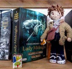 """sahiel: """"Eligiendo siguiente libro #vintageprince #amigurumis """""""