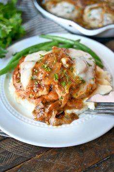 Seared Pork Chops, Juicy Pork Chops, Boneless Pork Chops, Baked Salmon Recipes, Onion Recipes, Pork Chop Recipes, Meat Recipes, Pork Chops And Potatoes, Mashed Potatoes