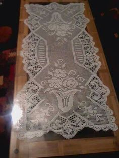 This Pin was discovered by HUZ Crochet Doily Diagram, Crochet Lace Edging, Crochet Doily Patterns, Crochet Art, Crochet Home, Thread Crochet, Crochet Table Topper, Crochet Table Runner, Crochet Tablecloth