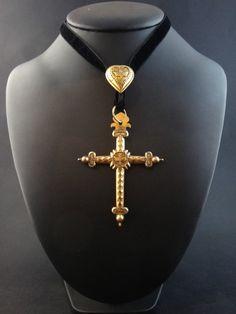XVIIIeme Rare croix jeannette et son coulant en or 18k Saint Esprit Savoie 112ef298067